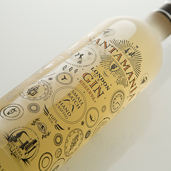 Santamania Reserva is a London dry style of gin aged in French oak casks for five months