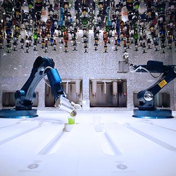 Cruise-robot-bartender