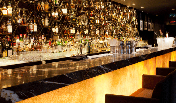 Salvatores-Bar