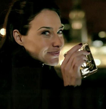 Women-whisky-Claire-Forlani